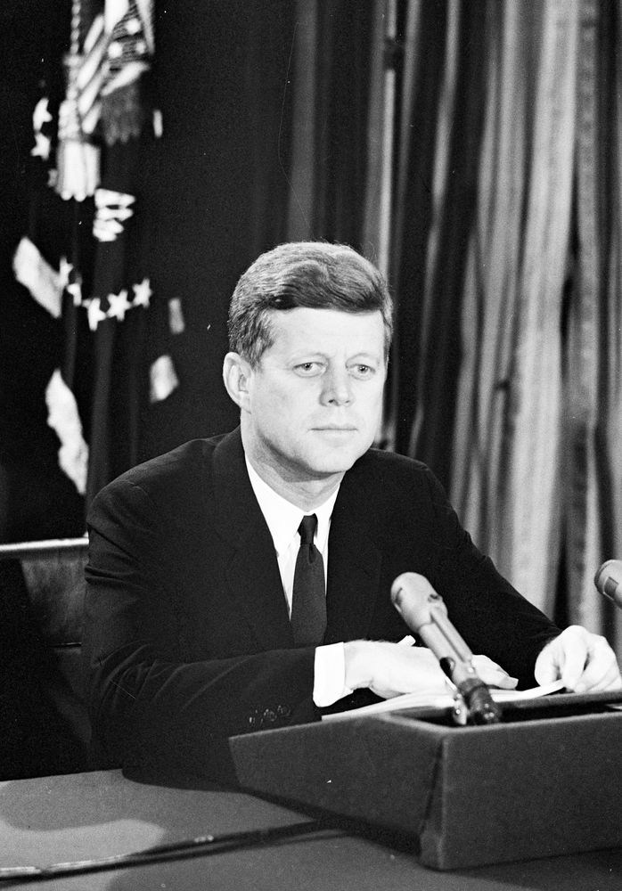 jfk cuban misssile crisis essay Cuban missile crisis the closest the world has come to nuclear war was the cuban missile crisis in october 1962 this was the tense cold war opposition between the united states and the soviet union.