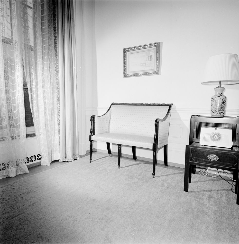 White House Furniture In Family Dining Room And Queens