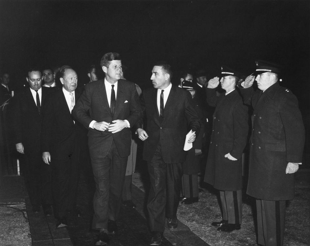 AR7621-1O. President John F. Kennedy Attends Lighting Of