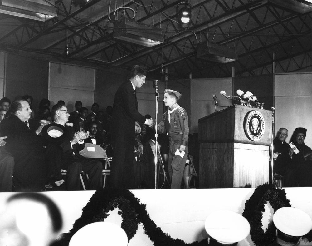AR7621-1W. President John F. Kennedy Attends Lighting Of