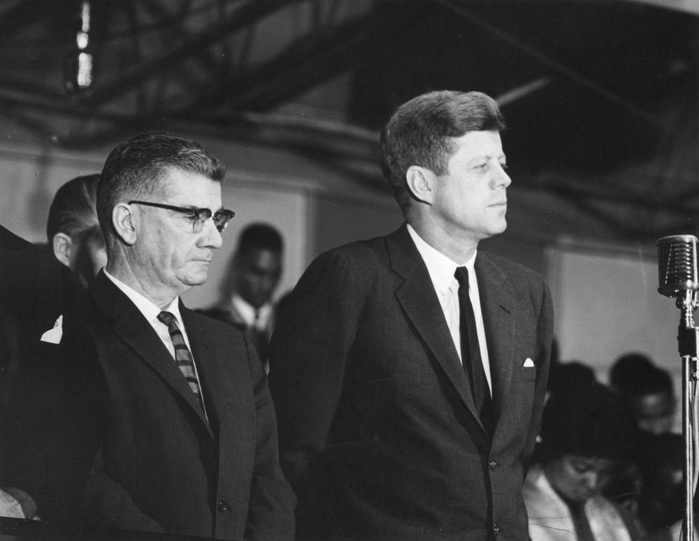 AR7621-1X. President John F. Kennedy Attends Lighting Of