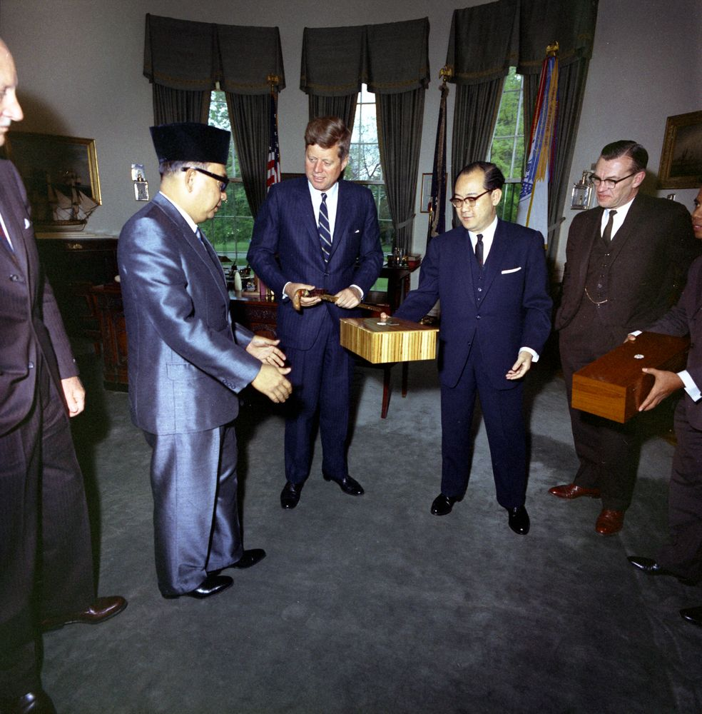 kn c president john f kennedy deputy prime minister of president john f kennedy deputy prime minister of malaya tun abdul razak hussein