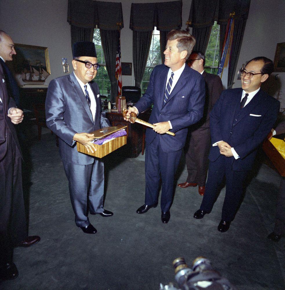 tun abdul rahman biography essay Najib razak biography he was born as haji mohammad najib bin tun haji abdul razak on 23 july 1953 in kuala lipis tunku abdul rahman (malaysian.