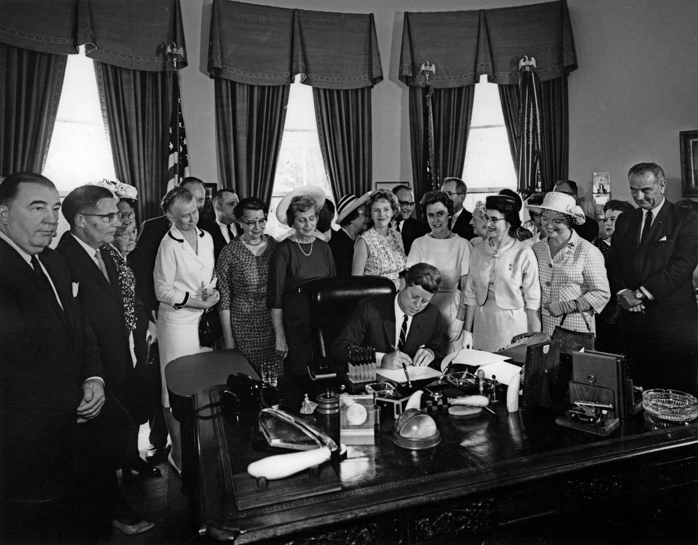 equal pay act of 1963 Description: this folder contains a press copy of president john f kennedy's  remarks upon signing the equal pay act of 1963, which aims to abolish arbitrary .