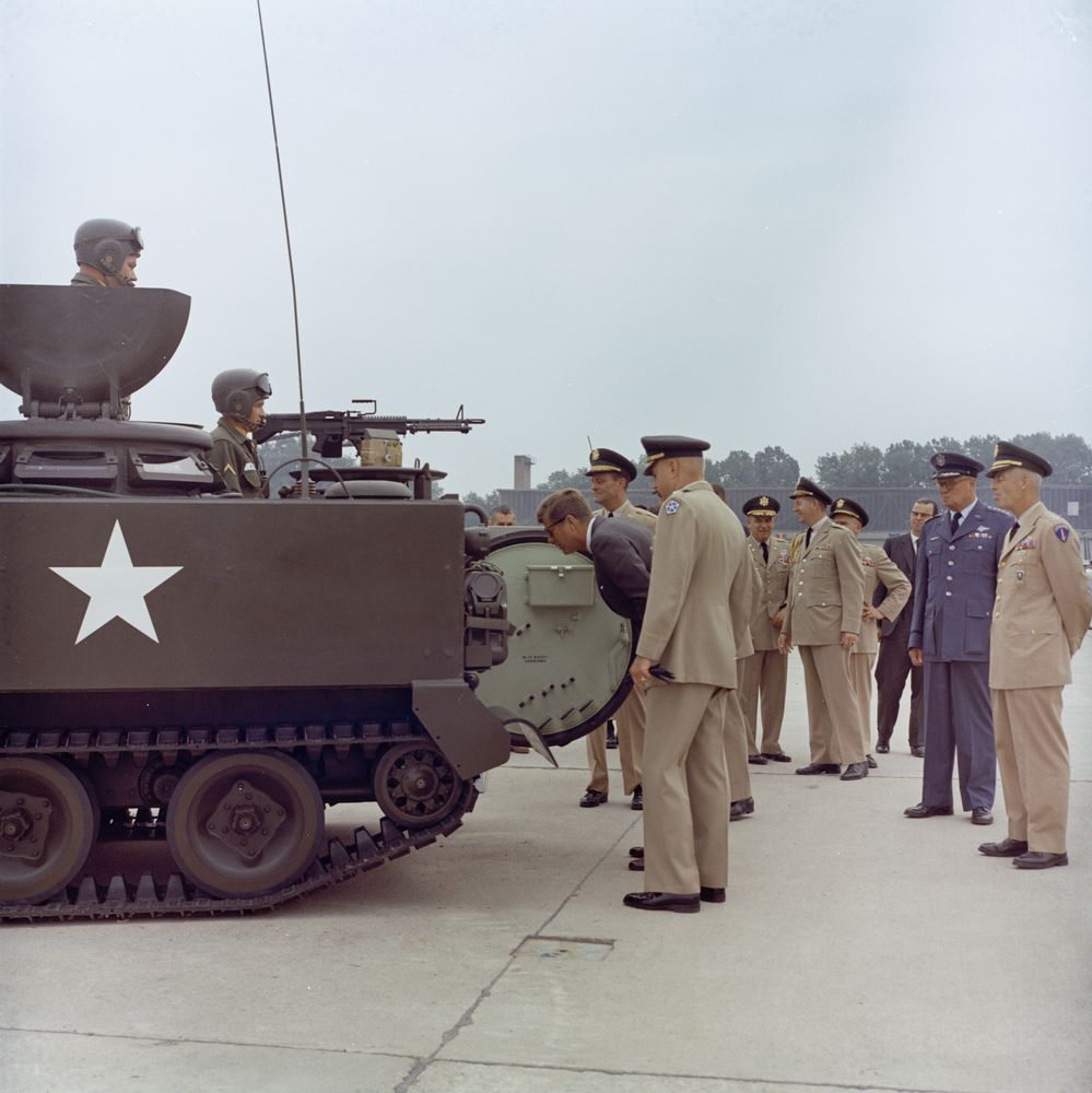 kn c29255 president john f kennedy inspects military troops and equipment at fliegerhorst. Black Bedroom Furniture Sets. Home Design Ideas