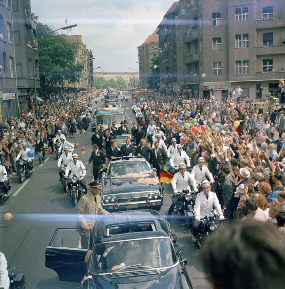 kn c29293 president john f kennedy 39 s motorcade in berlin john f kennedy presidential. Black Bedroom Furniture Sets. Home Design Ideas