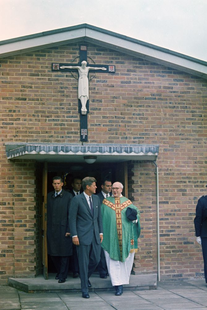Trip to Europe: England, Forest Row: President Kennedy attends Mass at ...