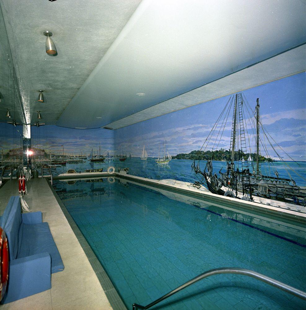 Harbor House Pool: KN-C29738. White House Swimming Pool