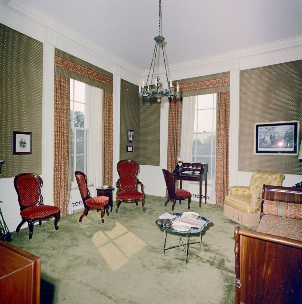 kn c29759 lincoln sitting room white house john f kennedy presidential library museum. Black Bedroom Furniture Sets. Home Design Ideas
