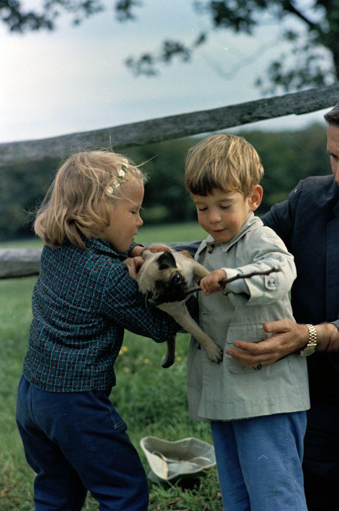 O John με το Pug...