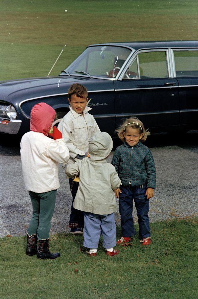 KN-C29972. Caroline Kennedy and John F. Kennedy, Jr., at Hammersmith ...