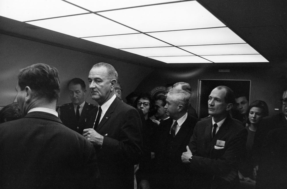 6 Sizes New Photo Lyndon Baines Johnson takes Oath of Office on Air Force One