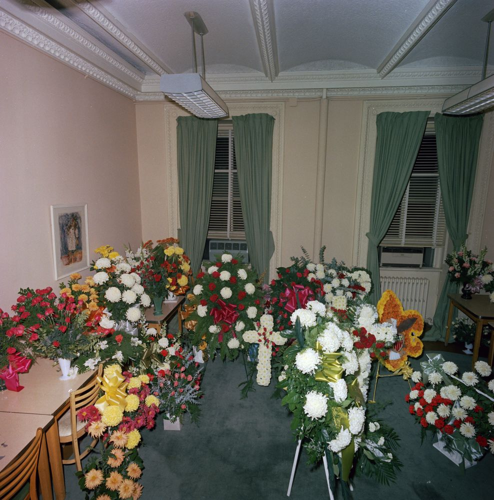 St C421 31 63 Flowers Sent To White House Upon The Death Of