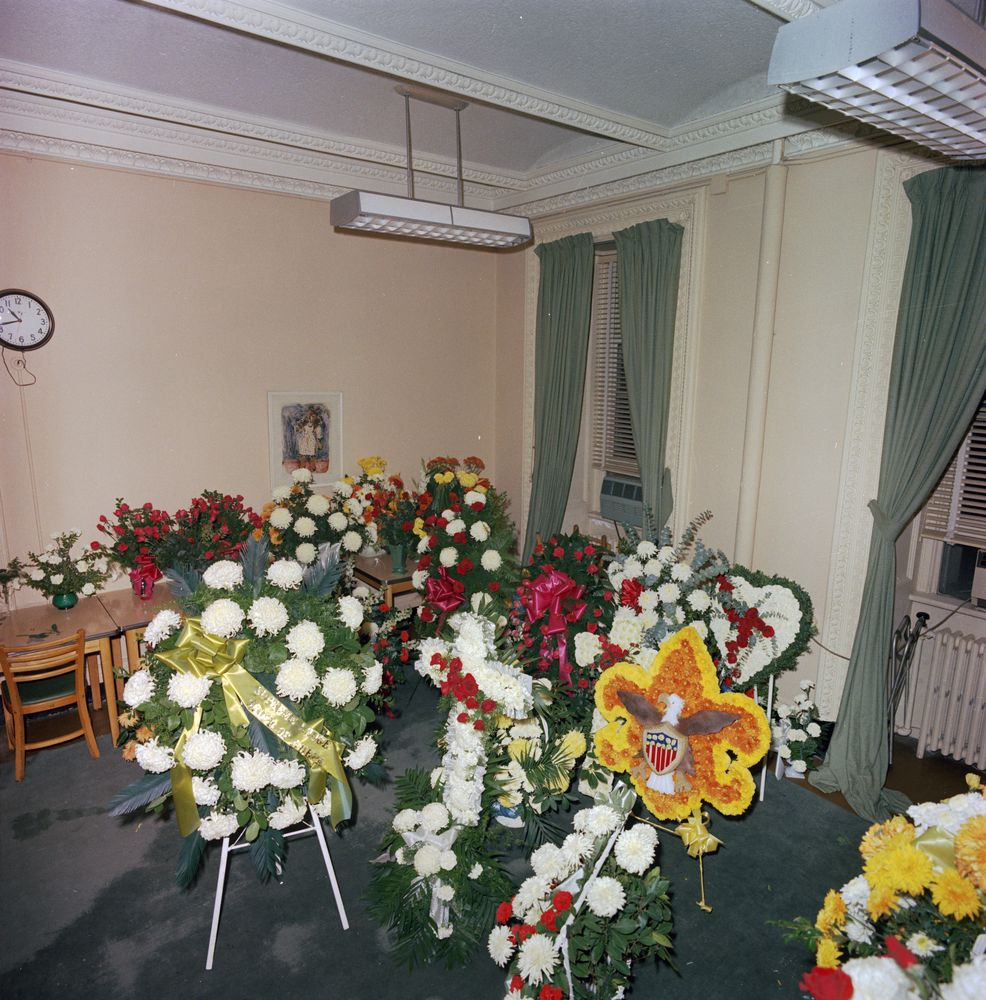 St c421 32 63 flowers sent to white house upon the death of flowers sent to white house upon the death of president john f kennedy mightylinksfo