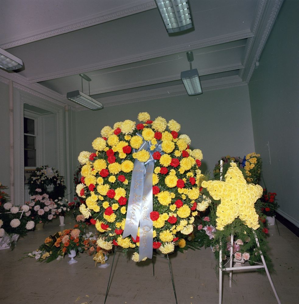 St c421 33 63 flowers sent to white house upon the death of flowers sent to white house upon the death of president john f kennedy mightylinksfo