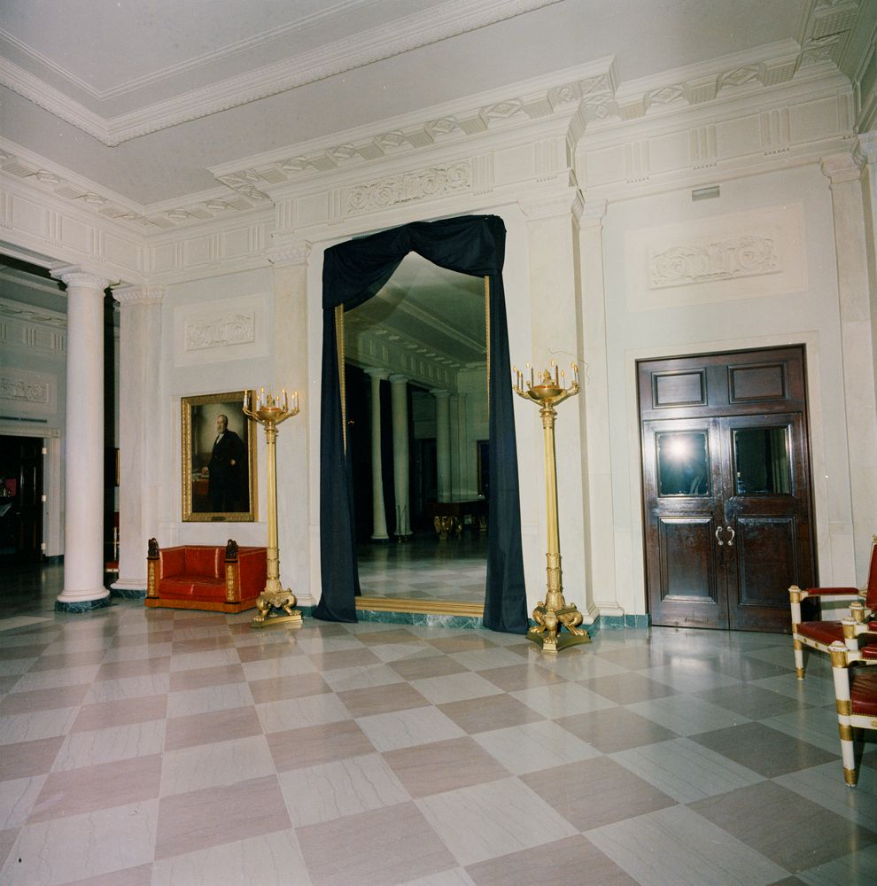 White House Entrance Hall Draped In Black Crepe
