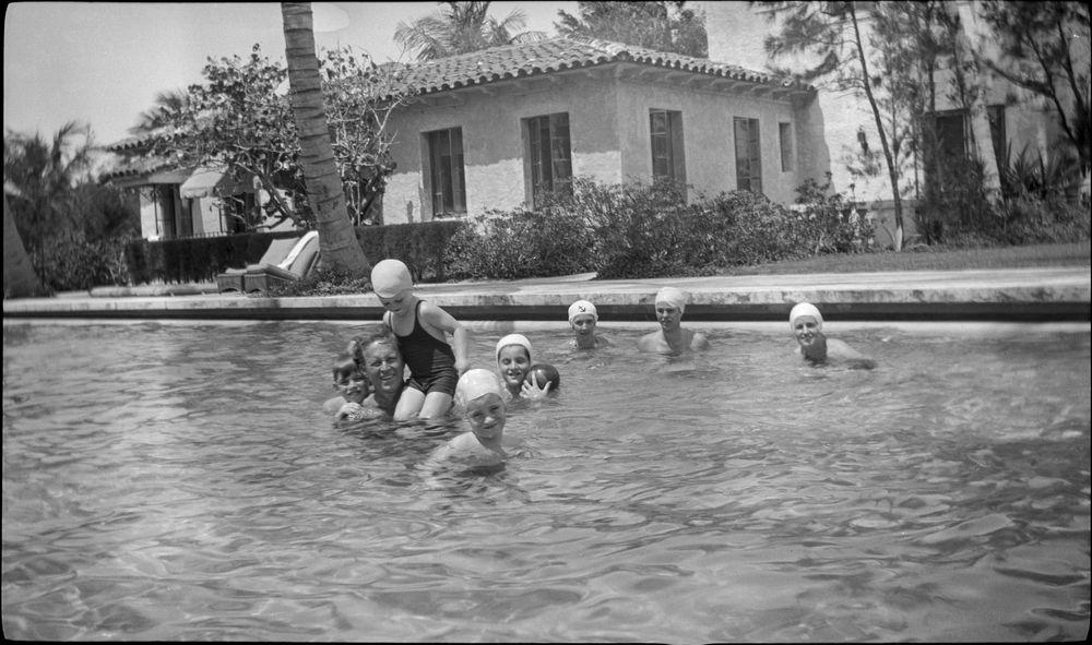 Kfc583n Joseph P Kennedy Sr And His Family Go Swimming In Palm Beach Florida John F
