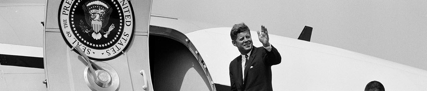 KN-23322 President John F. Kennedy waves from the stairs of Air Force One, upon his departure from Pueblo Memorial Airport in Pueblo, Colorado
