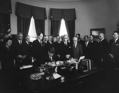 "AR6984-A. President John F. Kennedy Signs Executive Order, ""Task Force on Employee-Management Relations in the Federal Service"""