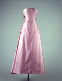 Jacqueline Kennedy wore this shantung silk gown, designed by Guy Douvier for Christian Dior, at the White House dinner honoring French Minister of Culture André Malraux.