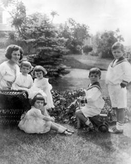 Rose Kennedy and her children, 1923